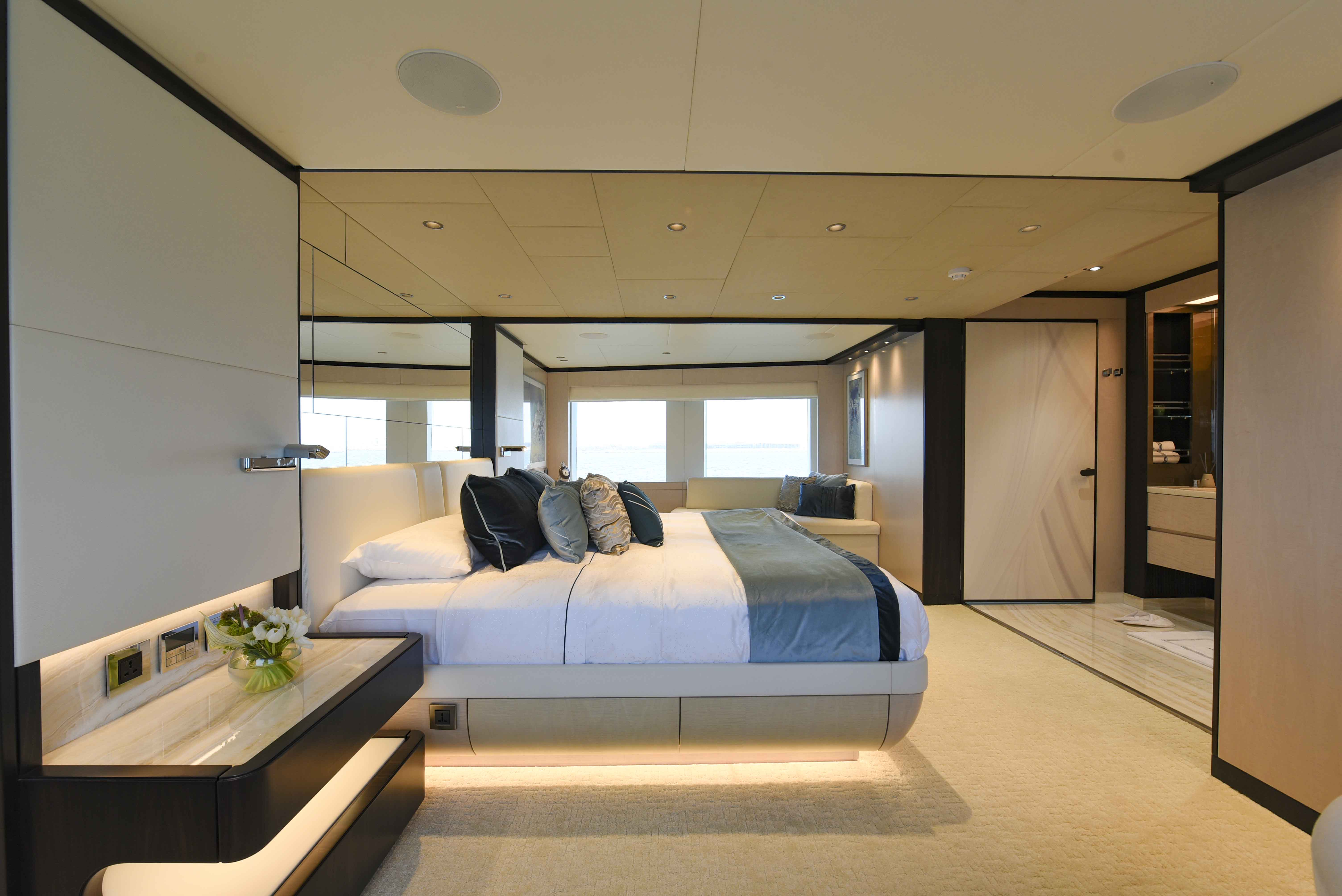Owners Stateroom (2)