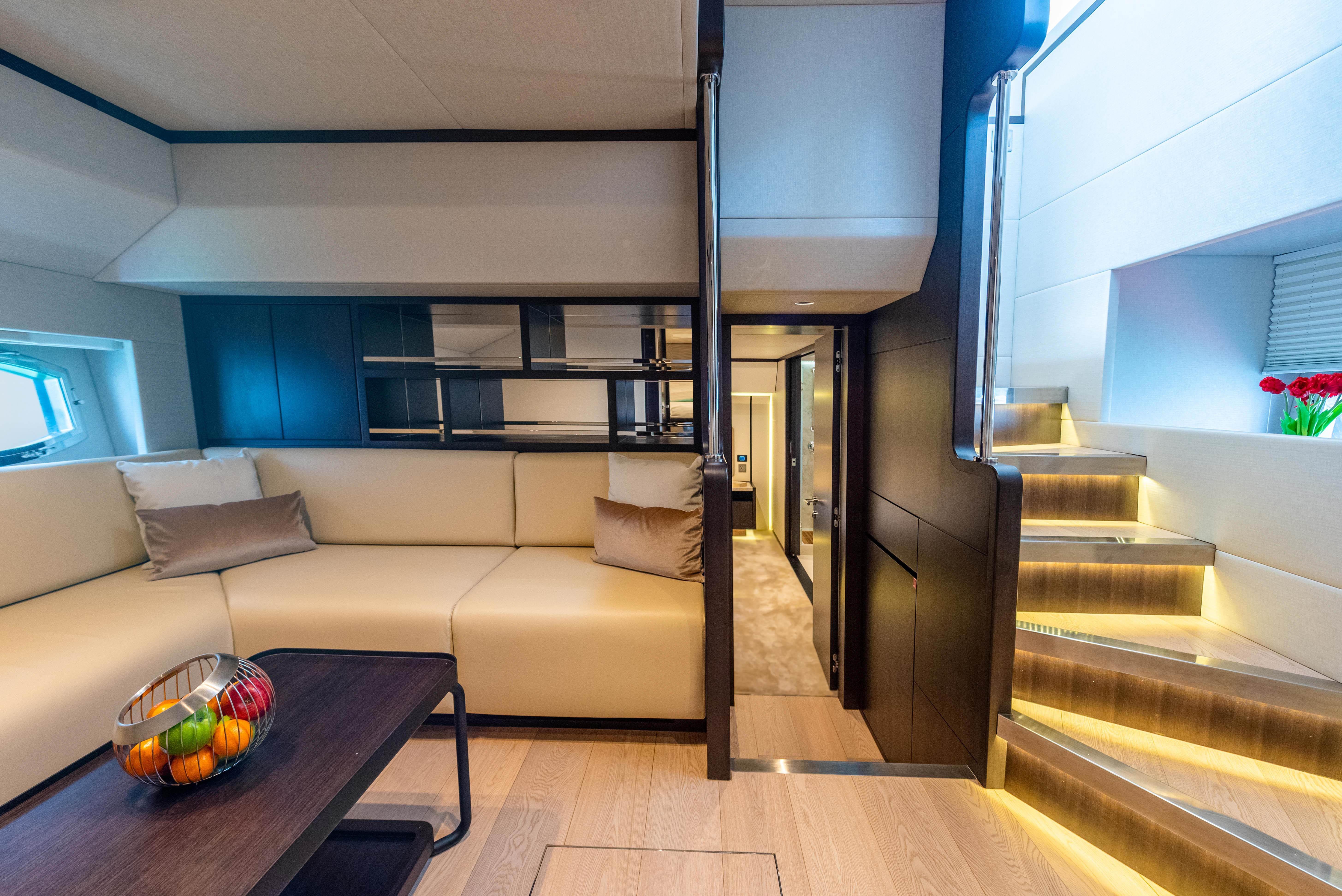 Majesty_62_M_Low Deck Lobby & Loung